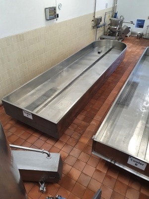 Stainless Steel Cooling/Draining Table wth Round End - 6800mm x 1800mm x 800mm Tall
